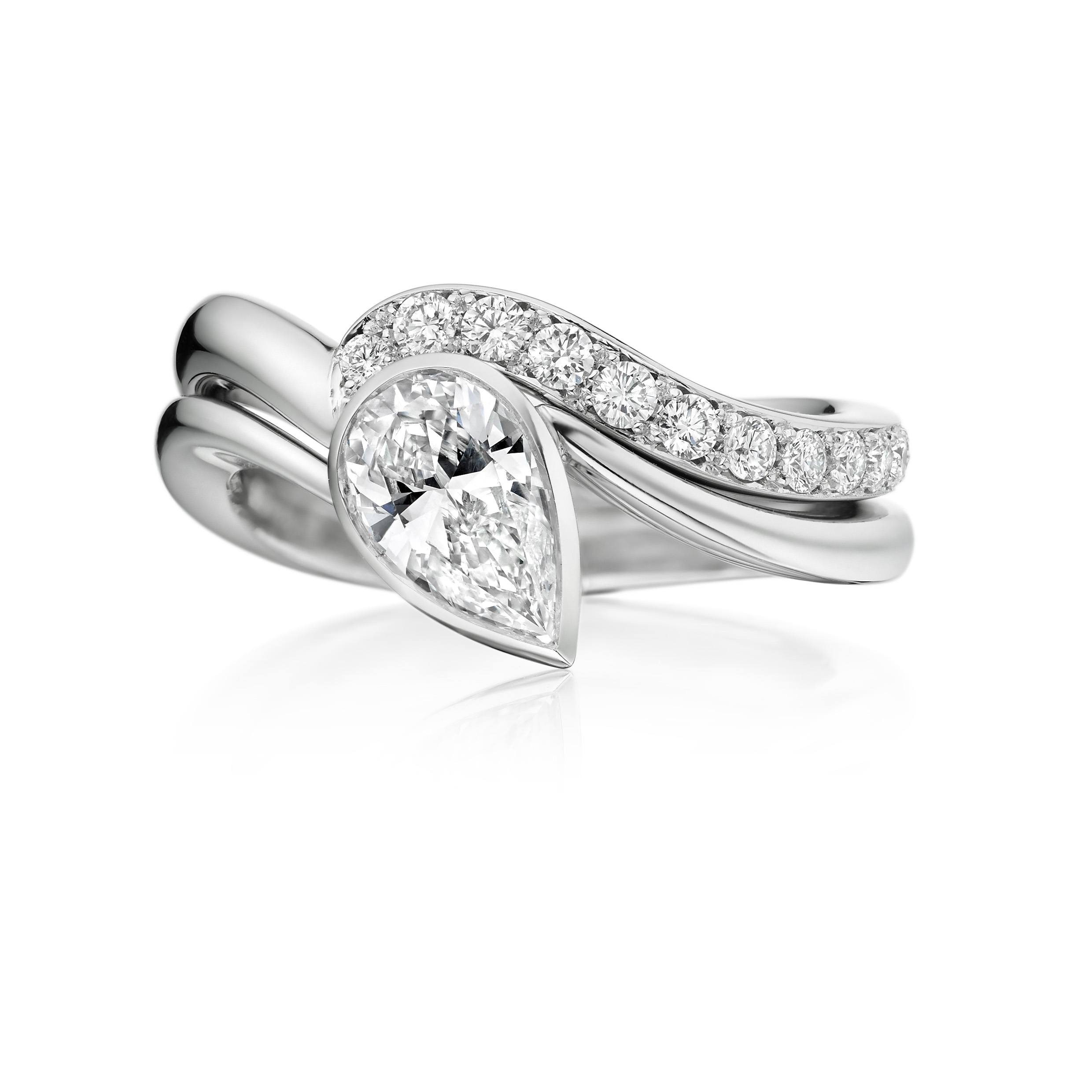The Wave Ring with matching diamond set band